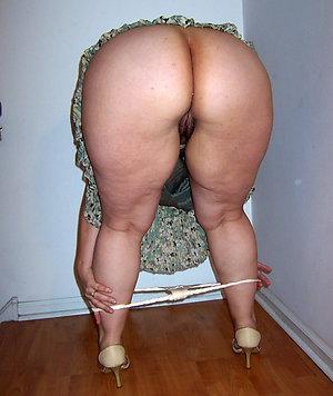 Amazing mature ladies ass