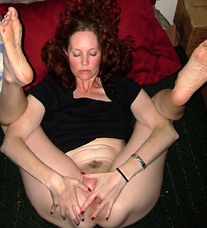 Slutty mature mom masturbating pictures