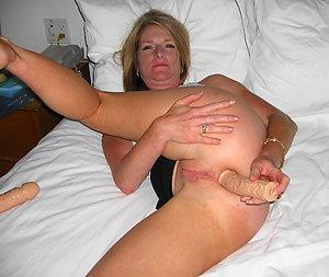 Whorish Veronica mature pussy masturbation