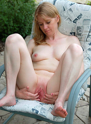 Private mature moms masturbating pictures