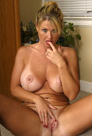 Free horny mature milfs pictures