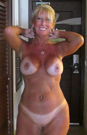 Handsome mature moms porn pics
