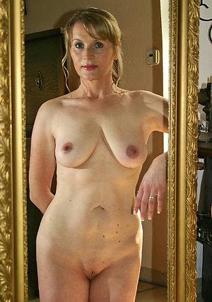Free porn pics of mature mom tits