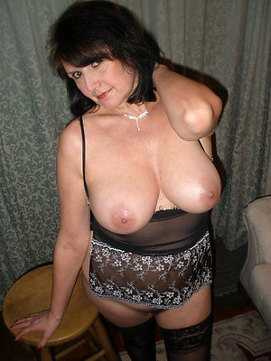 Beautiful naked mature mom amateur pictures