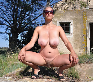 Busty Natalie mature natural naked woman