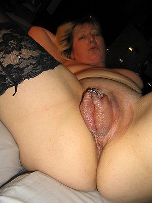 Slutty amateur mature pussy pics