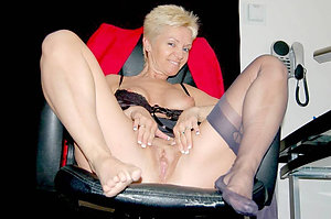 Naked mature hot pussy porn photo