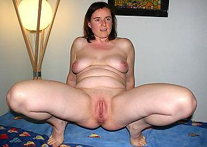 Naughty free mature pussy pics