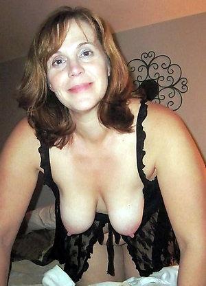 Horny amateur saggy boobs mature