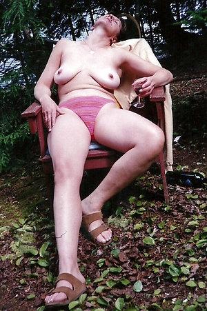Naughty mature mom saggy tits pics
