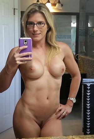 Selfshot of mature wife posing nude