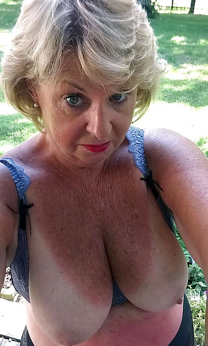 Gorgeous selfie sexy amateur mature girl
