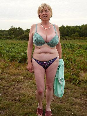 Pretty ladies in sexy panties pics