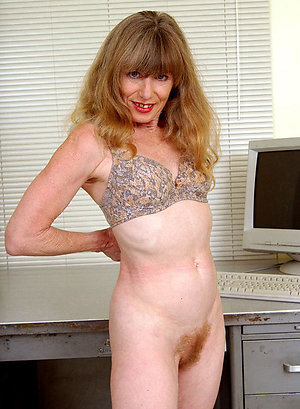 Hotties sexy redhead milf stripped