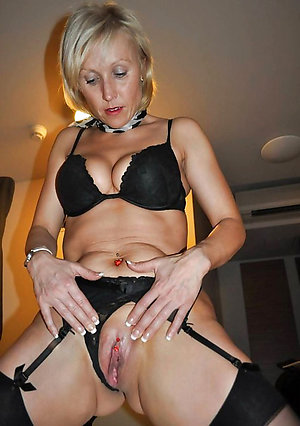 Bitchy mature shaved pussy sex pictures