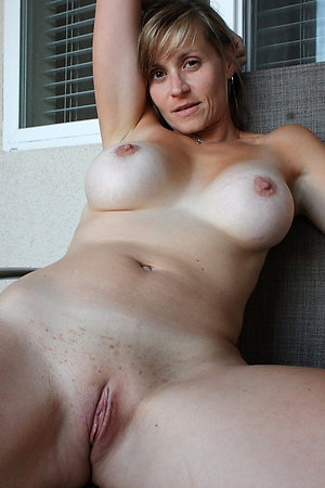 Nude women with shaved pussies pictures