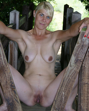 Hotties mature shaved pussys