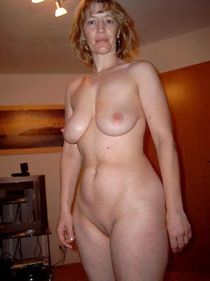 Gorgeous mature shaved vagina pics