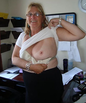 Nude wife showing tits pictures