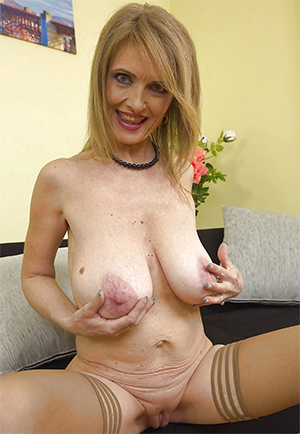 Whorey mature big natural tits xxx