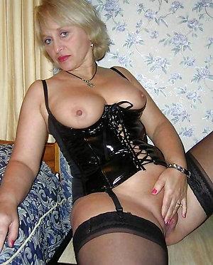 Nude mature wife masturbating pics