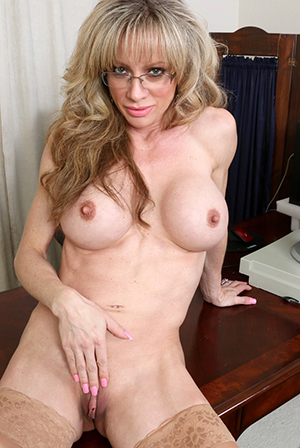 Naked amateur mom sex gallery