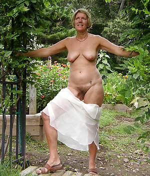 Private pics of hot outdoor women