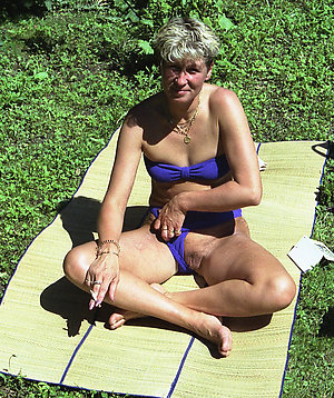 Horny hot outdoor mature women pictures