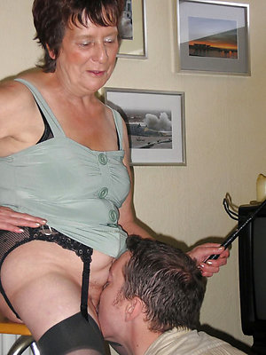 Homemade eating milf pussy pics
