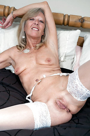 Undiluted sexy matured solo pics