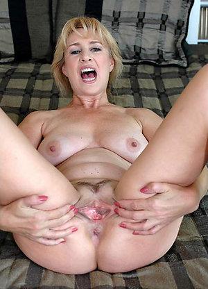 Porn pics of hot mature solo