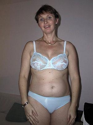 Naked mature by oneself masturbation