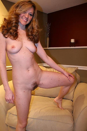 Pretty natural mature moms intercourse photo