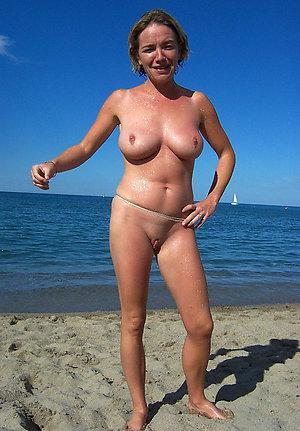 Photos of nude women on the beach