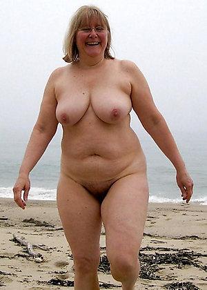 Pretty mature beach sex