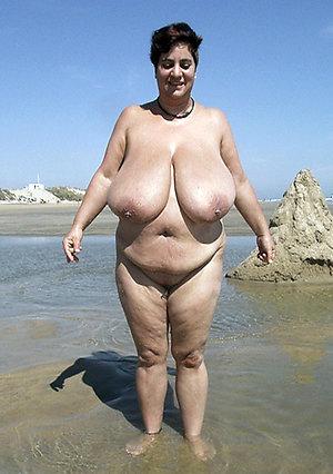 Pretty nude big tit women pics