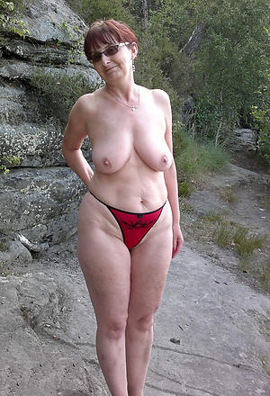 Free mature beach babes photos