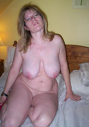 Slutty mature housewife pussy