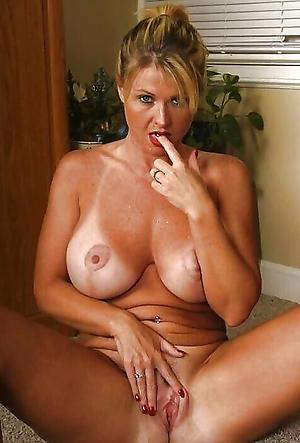 Amazing nude mature housewife
