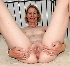 Beautiful mature amateur housewife