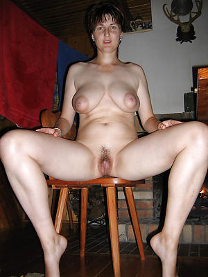Sexy naked mature housewife
