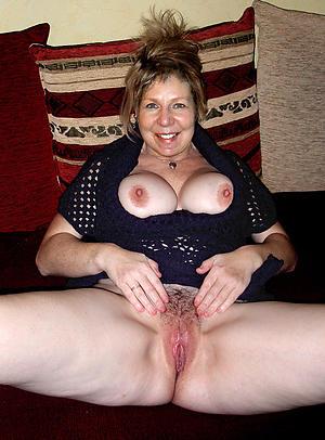 Pretty hot sexy moms pic