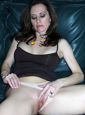 Inexperienced sexy nude moms