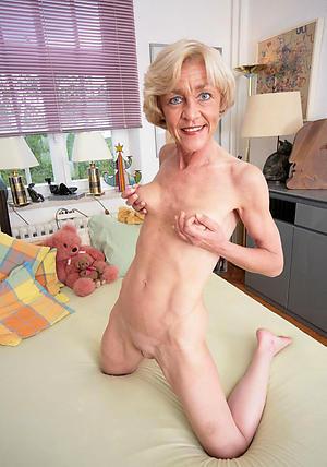 Pretty skinny matured pussy pics