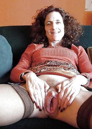 Juisy full-grown hairy vaginas