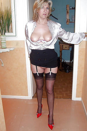 Amateur mature erotic women