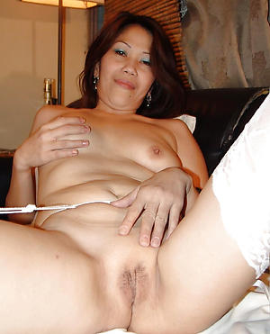 Amateur pics of adult filipina women
