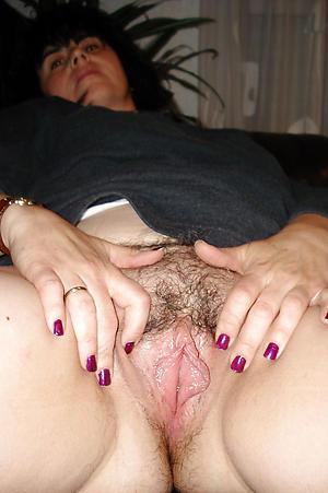 Barren mature cunt pics