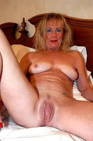 Naughty mature homemade porn galleries