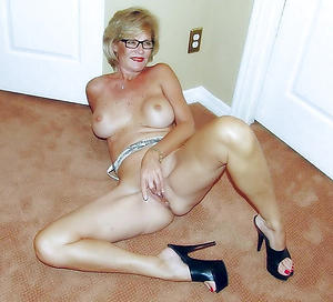 Naked mature long hooves photos